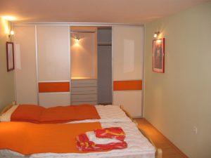 Opremljanje spalnic z garderobnimi omarami